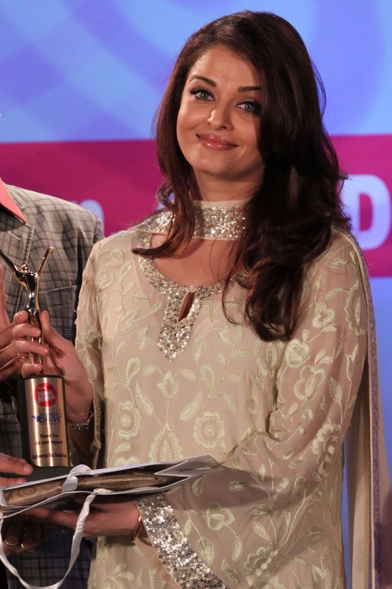 Aishwarya Rai – Lavasa Women's Day Drive Awards 2011