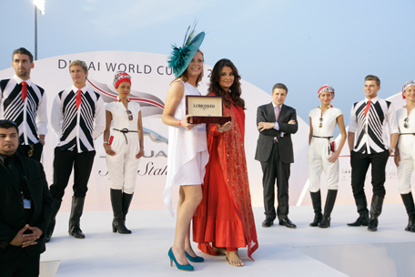 Aishwarya Rai Bachchan presents the award