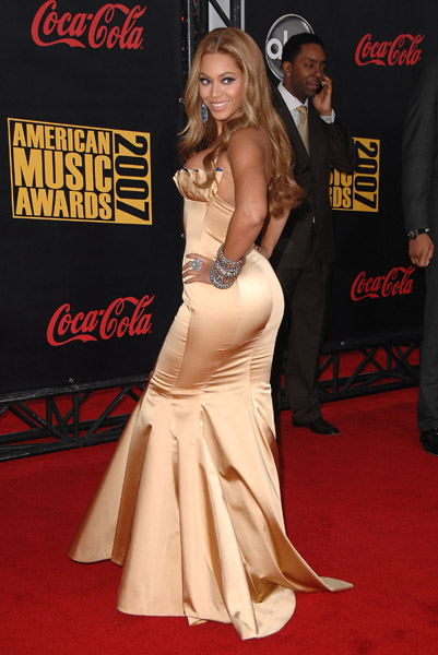 Singer Beyonce arrives to the 2007 American Music Awards at the Nokia Theatre