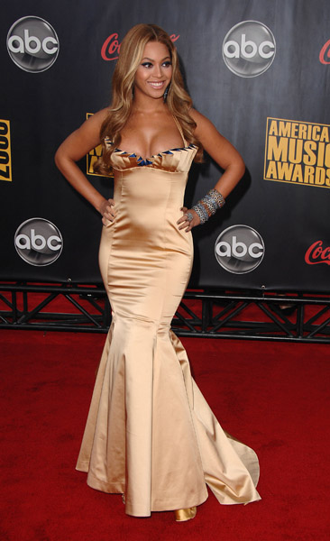 Singer Beyonce arrives to the 2007 American Music Awards at the Nokia