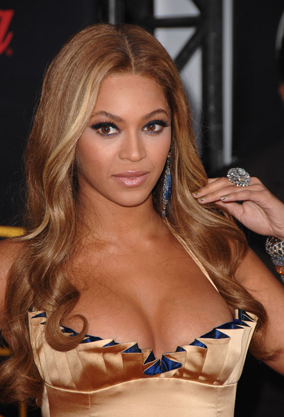 Singer Beyonce arrives to the 2007 American Music Awards