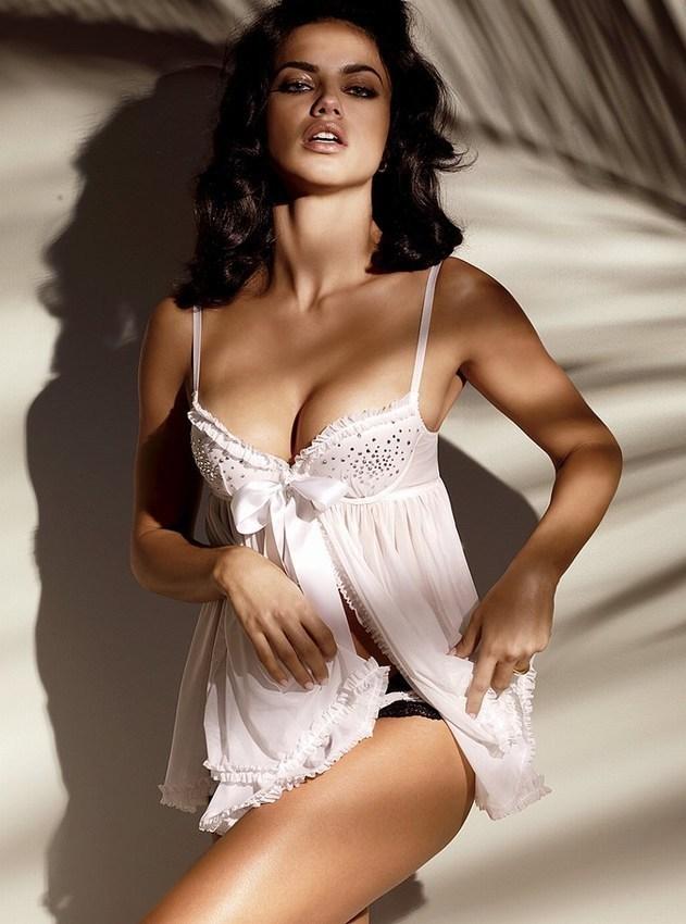 adriana-lima-lingerie