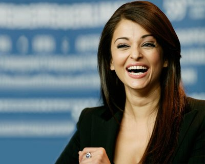 aishwarya rai actress smiling wallpapers