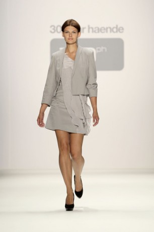 30Paarhaende Show - Mercedes Benz Fashion Week Spring-Summer 2011