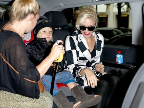 Gwen Stefani Arrives in London 3