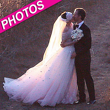 Anne Hathaway And Adam Shulman Tie The Knot!