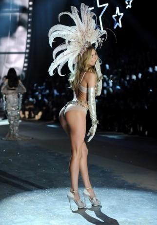 Model Doutzen Kroes walks the runway during the 2012 Victoria's Secret Fashion Show