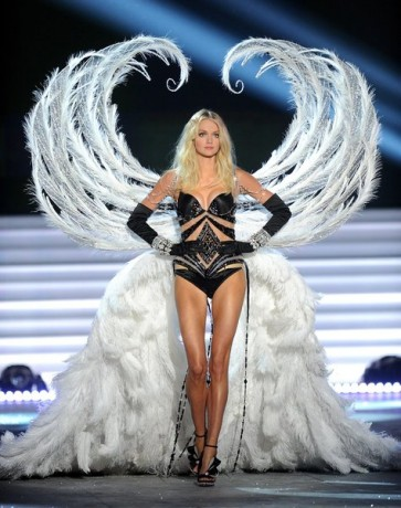 Model Lindsey Ellington walks the runway during the 2012 Victoria's Secret Fashion Show