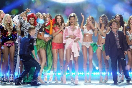 Singers Justin Bieber, Rihanna and Bruno Mars celebrate during the finale of the 2012 Victoria's Secret Fashion Show