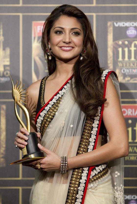 anushka sharma international indian film academy awards 2011