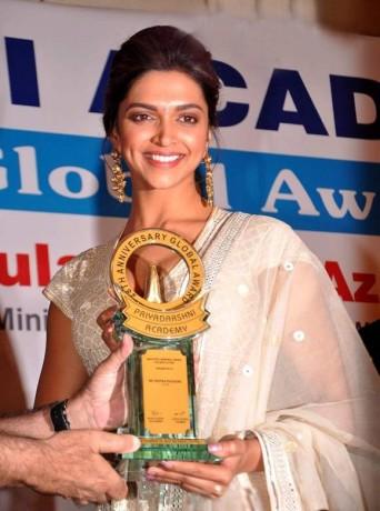 Deepika Padukone Priyadarshini Awards 2012