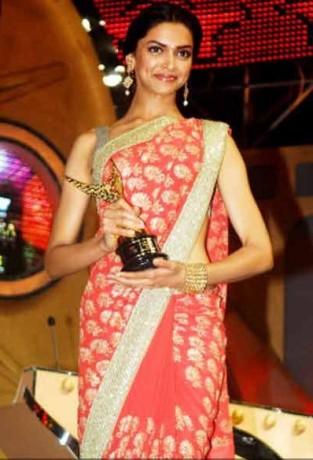 Deepika Padukone at Apsara Awards 2009