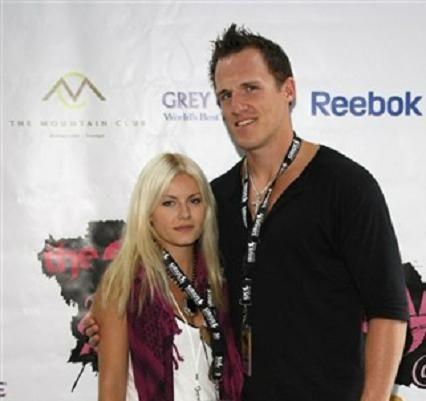 Elisha Cuthbert Engaged to Dion Phaneuf