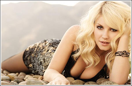 Elisha Cuthbert sexy pictures