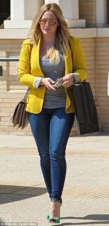 Hilary Duff rocks her skinny jeans