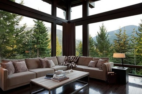Natural and Fresh Canadian Living Room Decoration