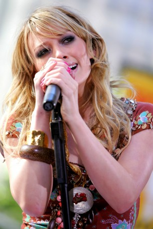 singer Hilary Duff