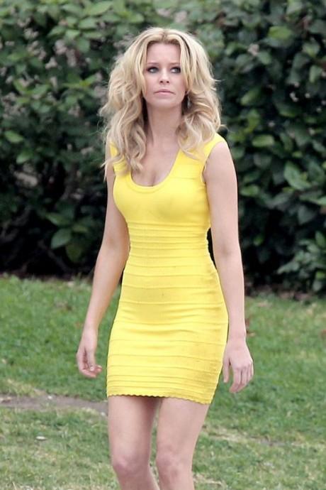 Elizabeth Banks Yellow Hot Dress