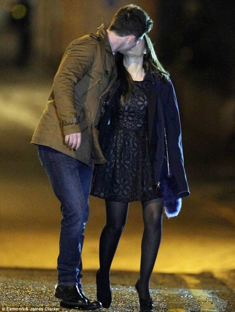 Katy kissing  boyfriend