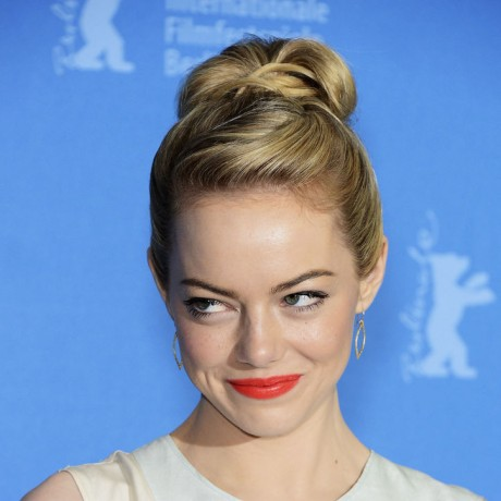 emma stone orange lips bangs ponytail
