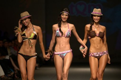 Colombia Fashion week model on ramp