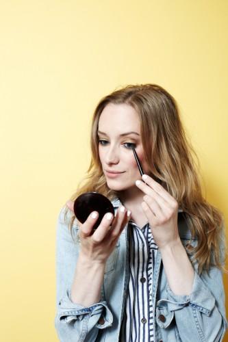 Women Summer Fussy Free Makeup Image