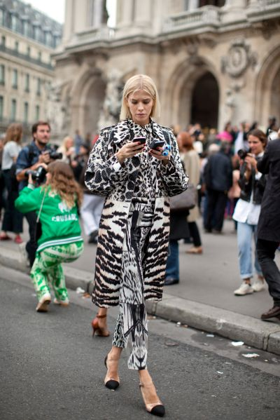 In 6 fashionable acts, the power of a printed coat