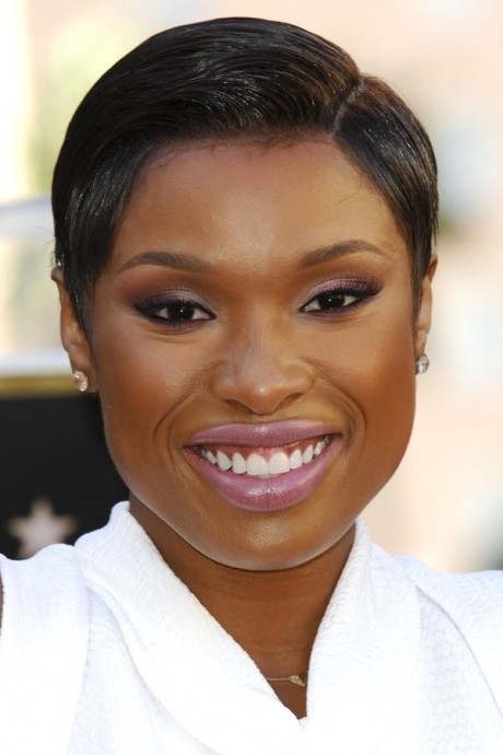 Jennifer Hudson wears lilac lip gloss