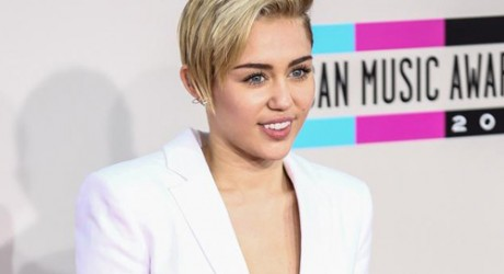 Miley Cyrus to duet with Madonna