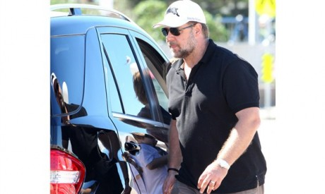 Russell Crowe Luxury Car Photos