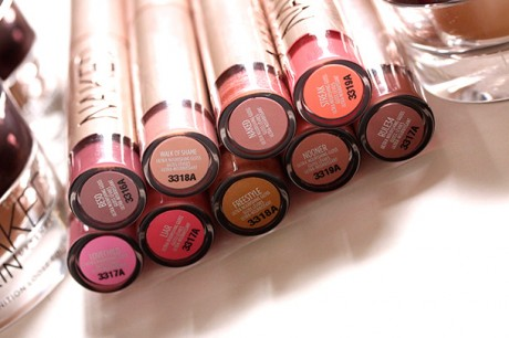 Women Naked Lipgloss Wallpapers