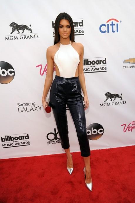 Kendall Jenner Hot pants Pics