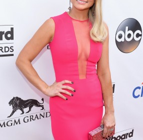 "Miranda Lambert Opts For ""Easy Living"" and a Healthier Life"