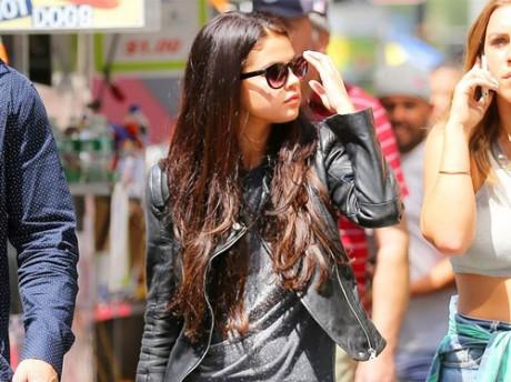 Selena Gomez Responses Well to her 'distasteful' fan