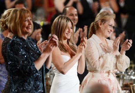 Jennifer Aniston Looks Stunning at Red Carpet In low-cut Minidress