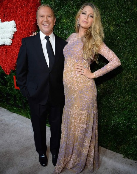Blake Lively Reveals her Pregnancy with Baby Bump