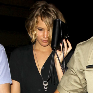 Jennifer Lawrence Hide Her Face Behind Her Bag