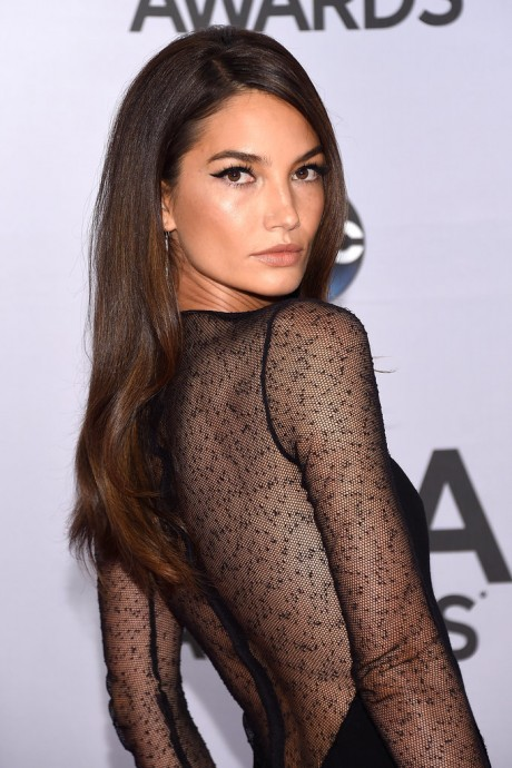 Lily Aldridge and Sam Hunt Win the Hottest CMAs Presenters Award