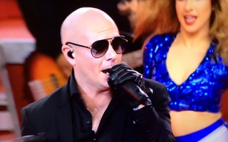 Pitbull Performs 'Fireball' & More At Cowboys' Thanksgiving Show