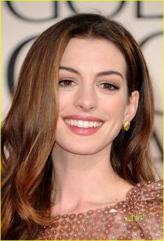 Anne Hathaway hot look