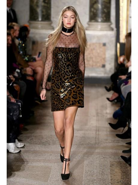 Gigi Hadid Hot Runway Pictures