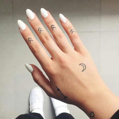 10-tfs-finger-tattoos