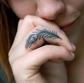 14-tfs-finger-tattoos