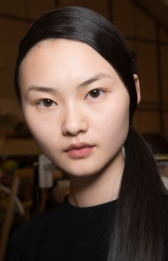 thumbs_09-jw-anderson-fall-2017-low-side-ponytail