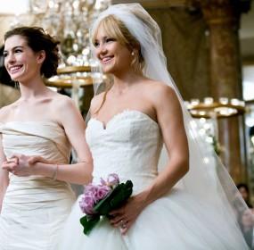 ANNE HATHAWAY & KATE HUDSON BRIDE WARS (2009)
