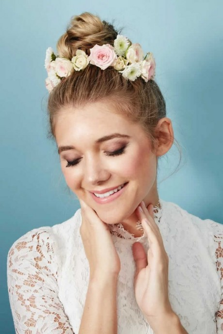Amazing ways to wear Wedding hair Flowers